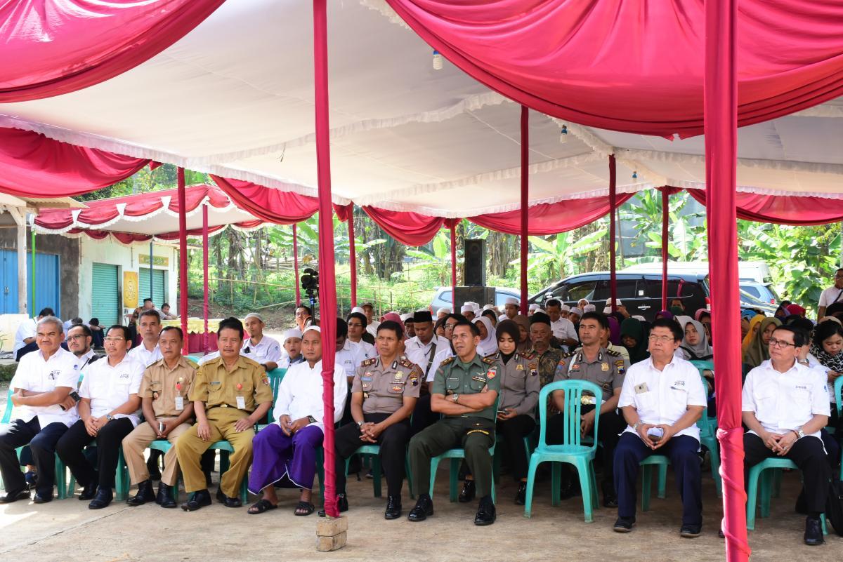 Acara ini dihadiri oleh Staf Ahli Menteri Bid Sosbud Lala M Kolopaking, Sesditjen SDPPI Sadjan, Kepala PDSI Munzaer, beserta para dokter kominfo dan dokter setempat.