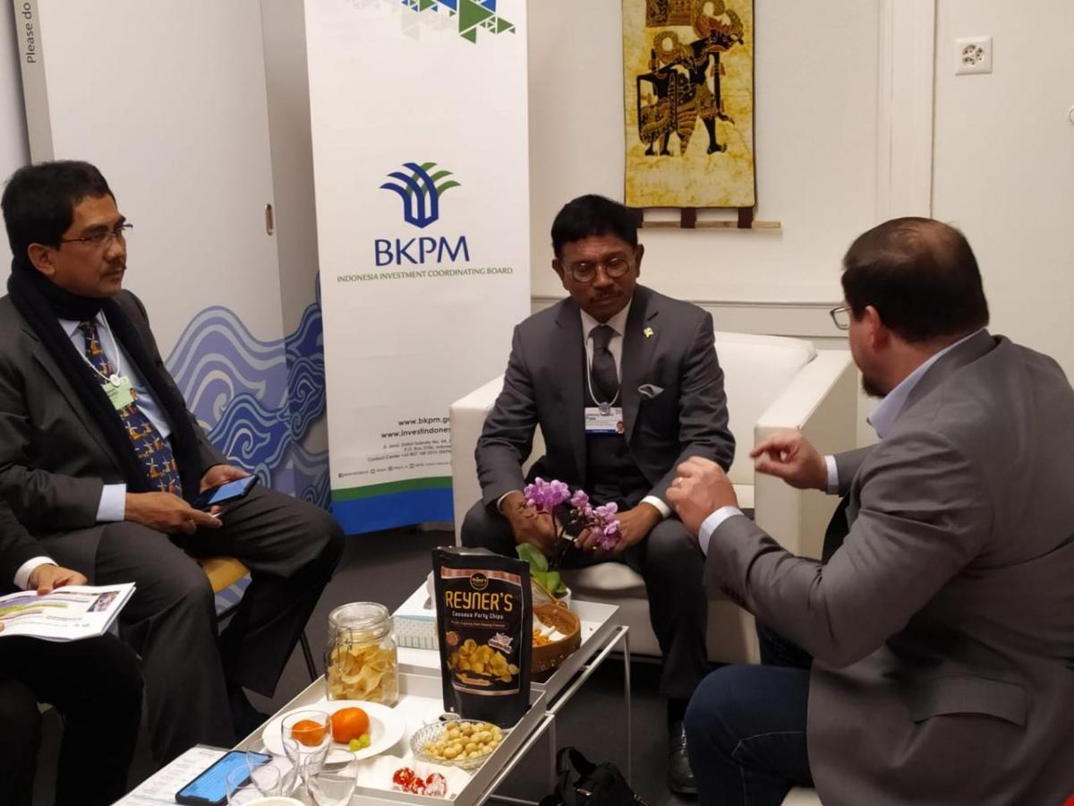 Menkominfo dan Dirjen IKP saat adakan pertemuan dengan qualcomm di Davos