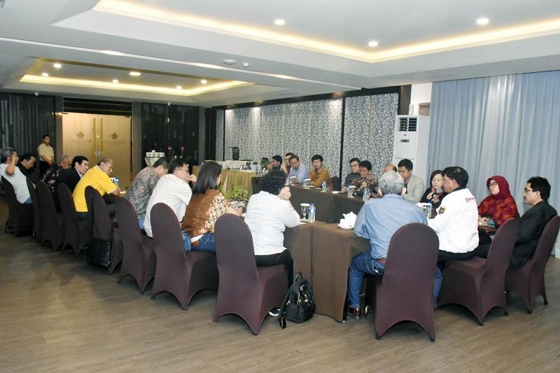 Suasana forum pemred HPN di hotel Rattan Inn