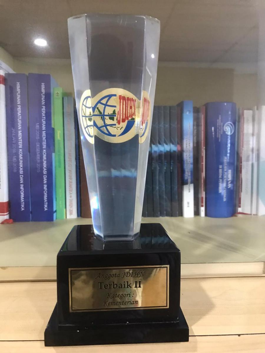 Piala Penghargaan JDIHN Kominfo 2020