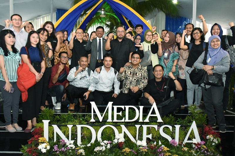foto bersama menkominfo di acara media indonesia