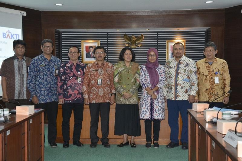 foto bersama sekjen kominfo dalam acara PKS BKN