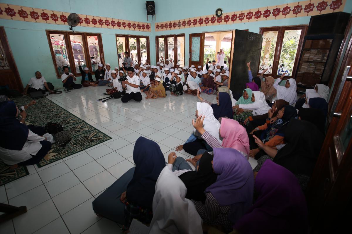 kominfo menggelar Safari Ramadhan, Pengobatan Gratis dan Bakti Sosial di Pondok Pesantren Qosim Al Hadi