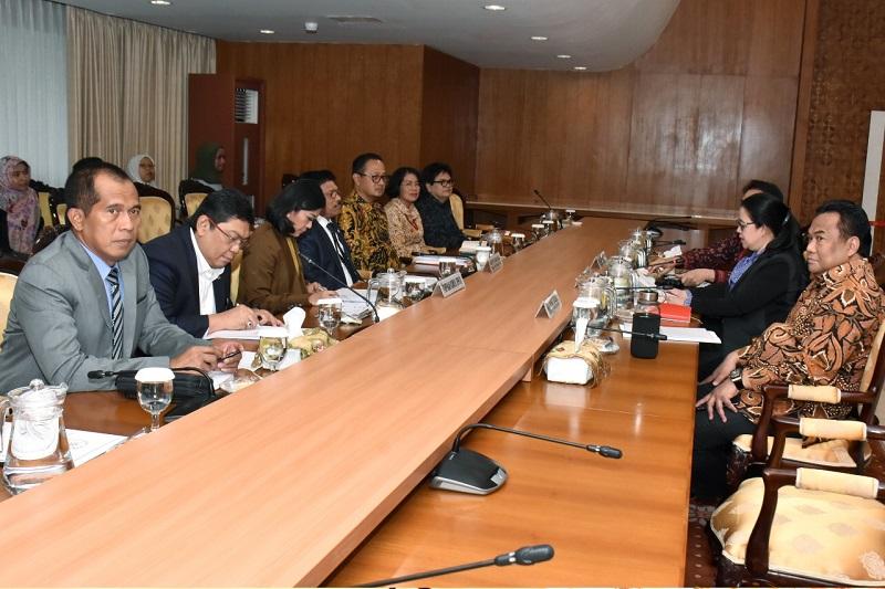 suasana rapat menkominfo bersama pimpinan dpr