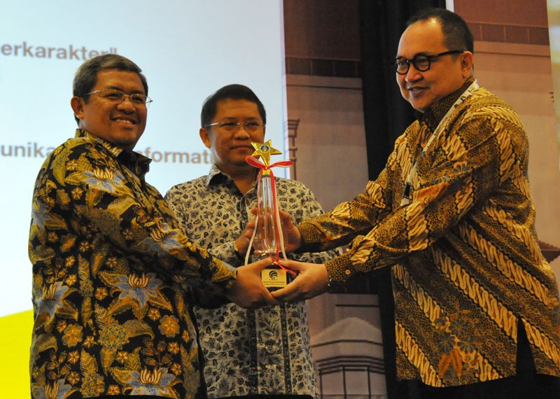 Pemprov Jawa Barat Kembali Raih Juara Umum AMH 2014