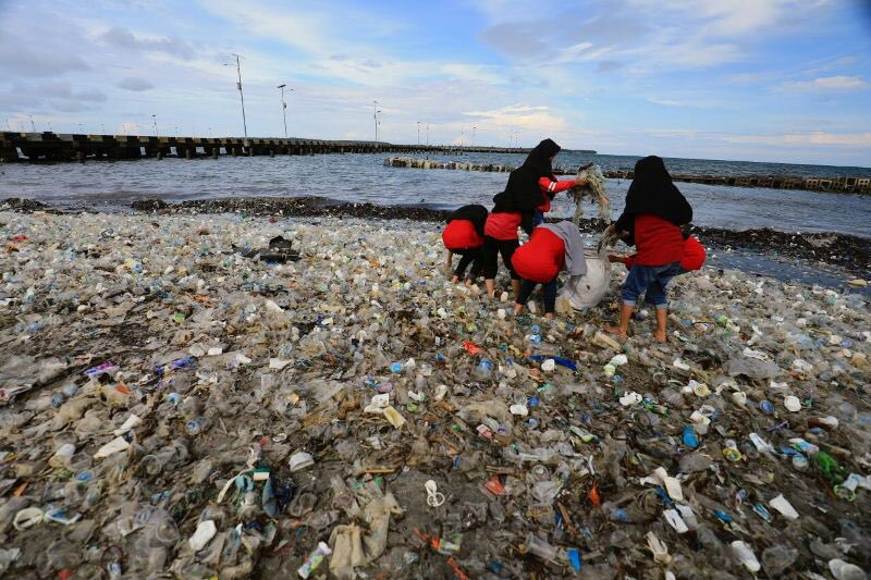 Aksi Bersih Sampah dari Pantai Hingga ke Gunung