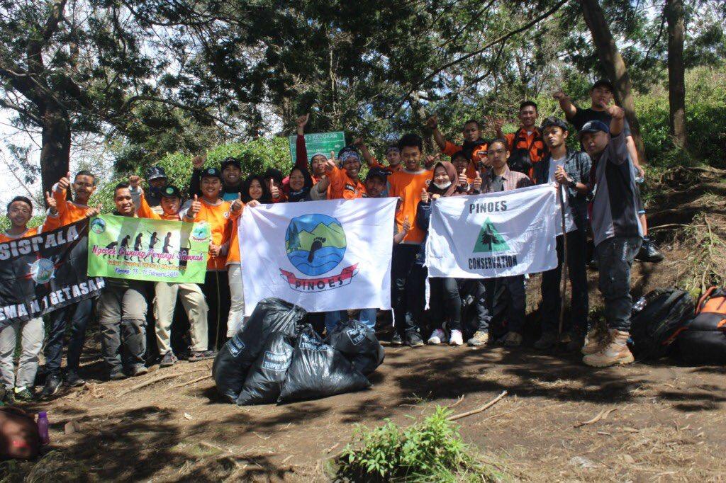 Aksi Bersih Sampah dari Pantai Hingga ke Gunung (3)