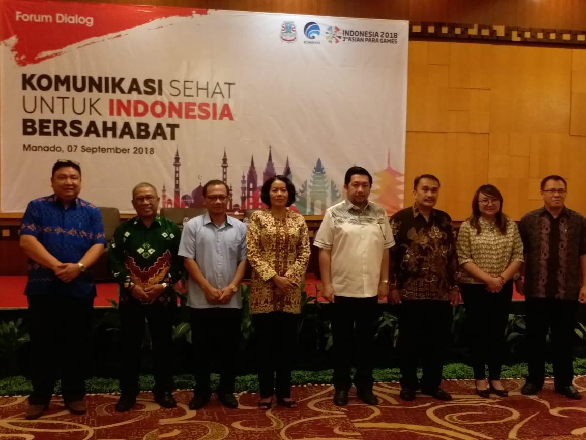 Dirjen IKP Niken bersama para pembicara di forum komunikasi