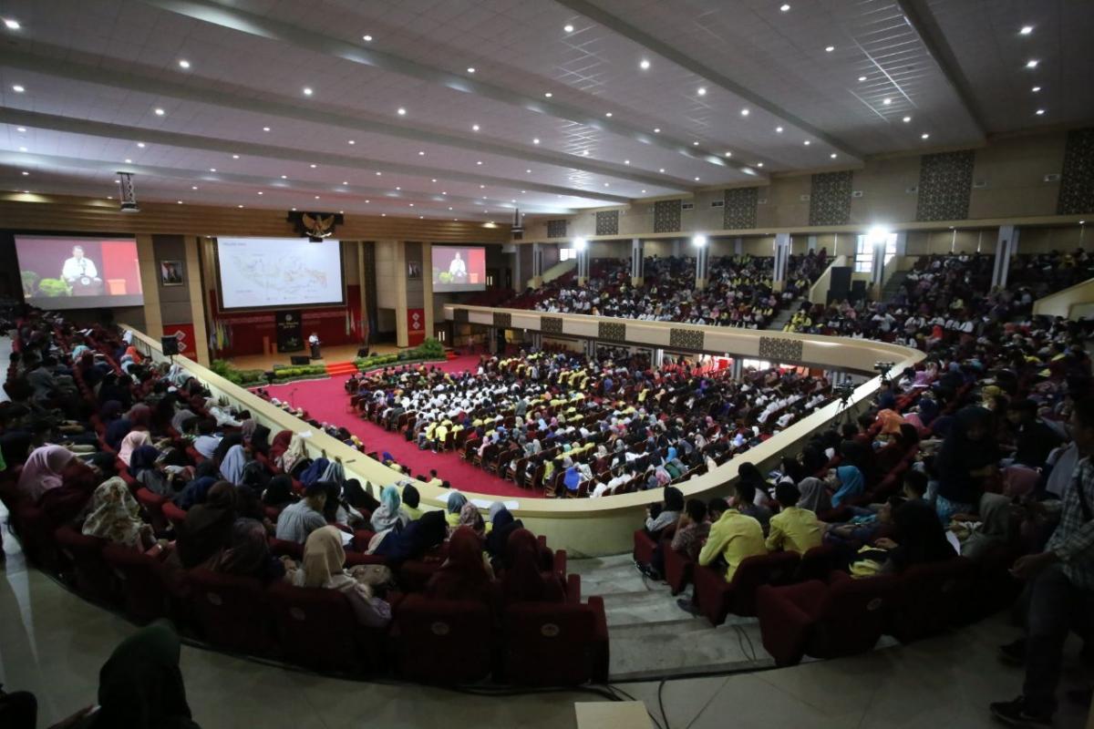 Kuliah Umum Menkominfo bersama 2500 mahasiswa/i UNP